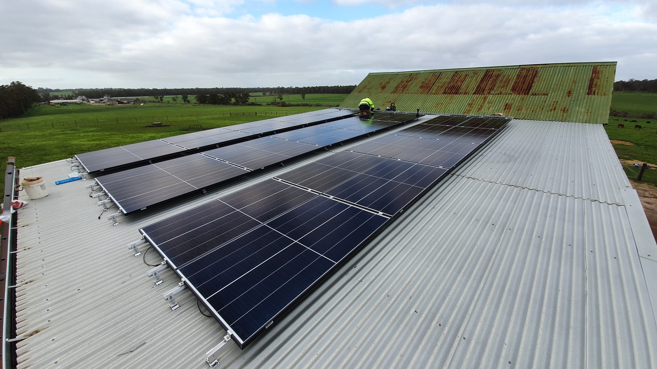 Rooftop PV array install at Jindong-Treeton